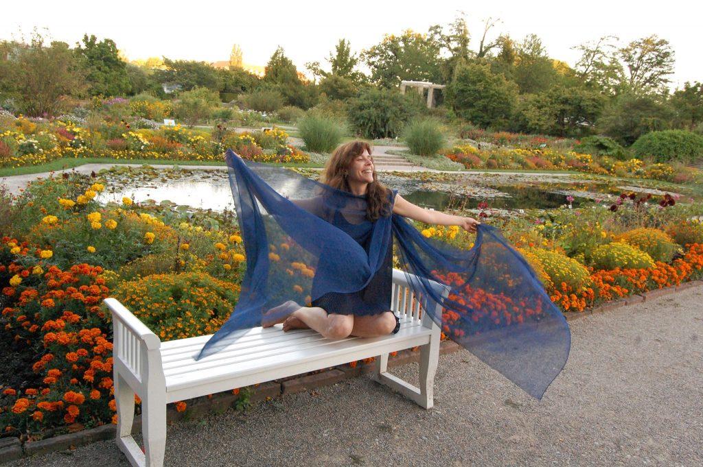 Foto: 2008, aufgenommen für das Nymphenspiel-Kulturprojekt, mit freundlicher Genehmigung des Models (anonym) sowie des Botanischen Gartens in München